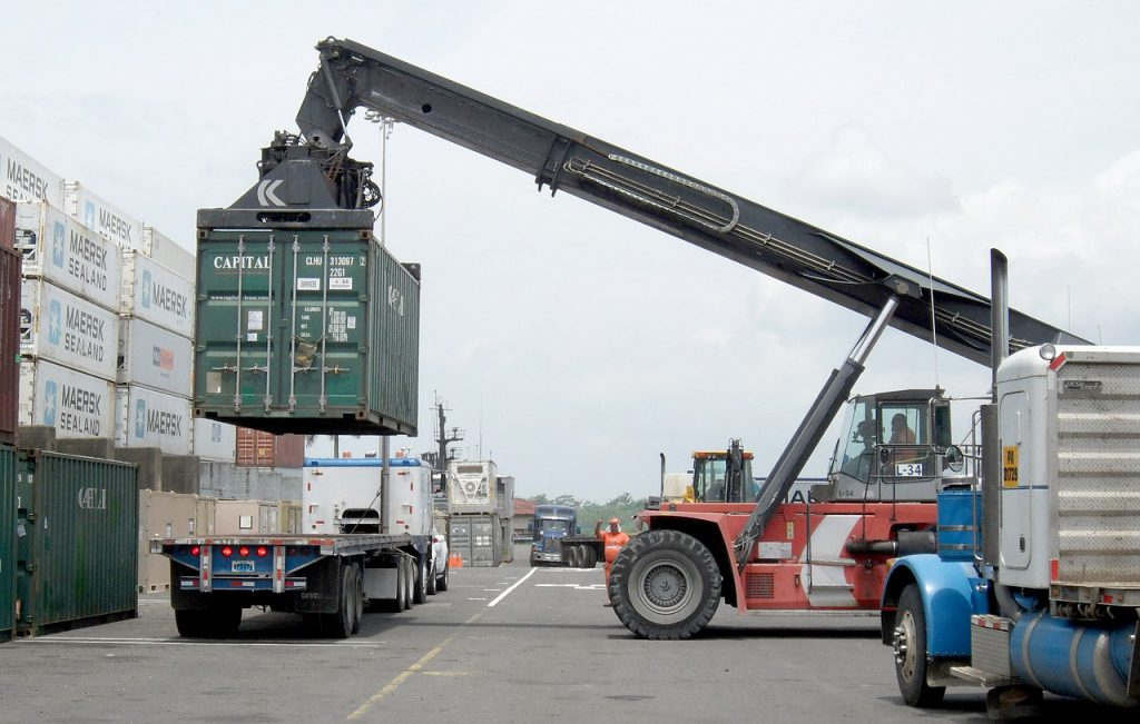 crane to lift shipping containers