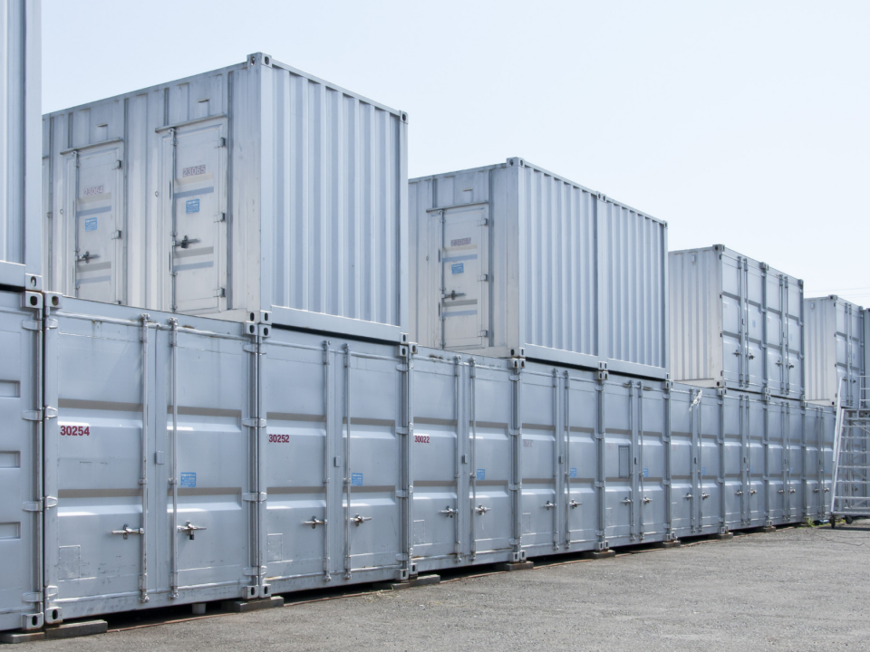 Benefits of renting a storage container